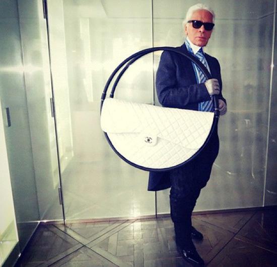 bolso Hula Hoop de Chanel by Karl Lagerfeld