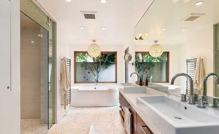 Casa En Malibu De Chris Hemsworth Y Elsa Pataky Bano Con Banera Y Ducha