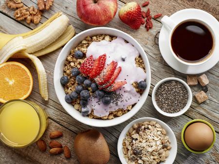 Si los cereales tienen un montón de azúcar, ¿ahora qué desayuno? 13 ideas saludables (e inesperadas)
