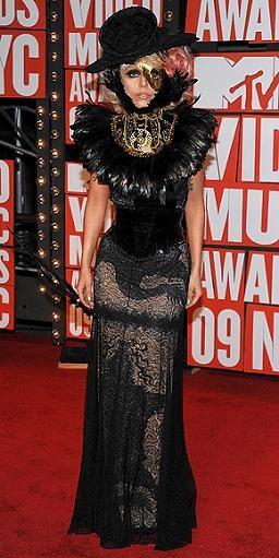 El estilo de Lady Gaga a debate: ¿musa de la moda futurista o simplemente hortera?