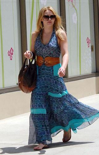 El look de Hilary Duff de compras