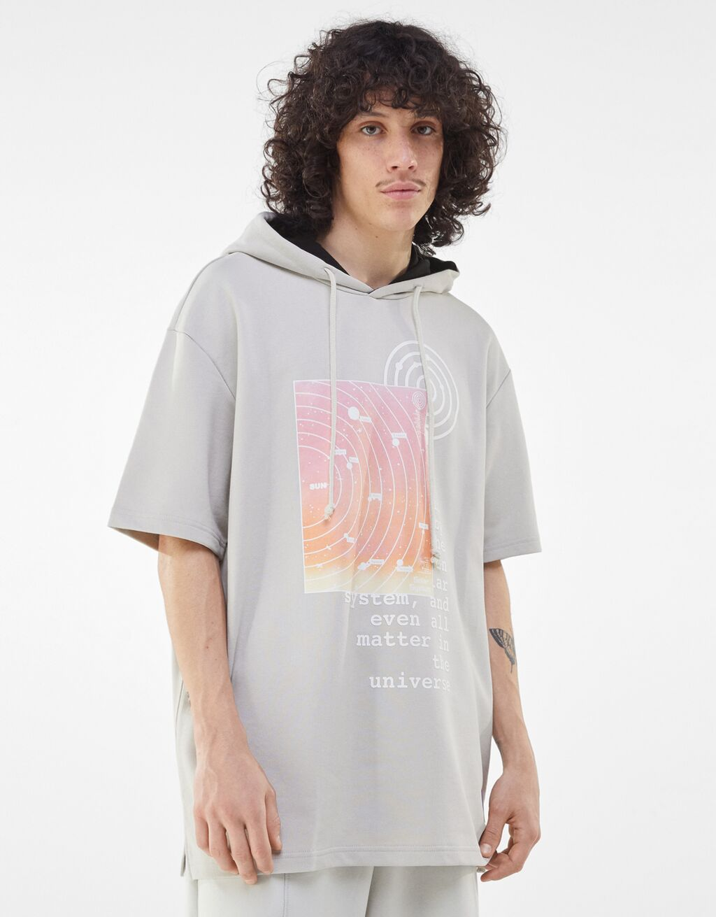Camiseta en felpa con capucha y print