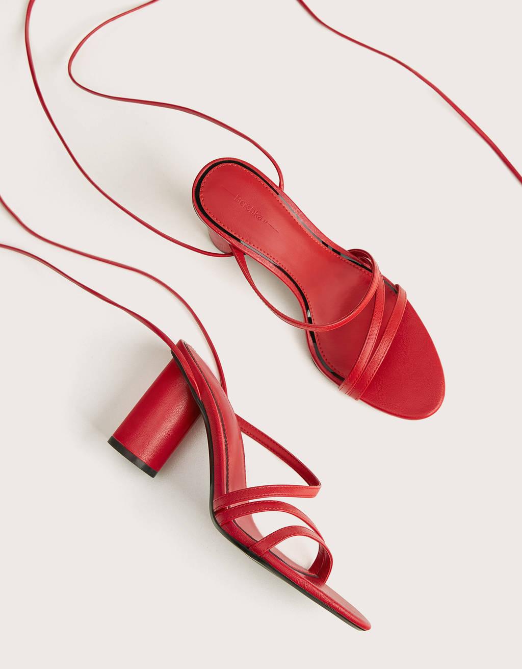 Sandalia tacón ancho tiras atada