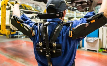 Un exoesqueleto como uniforme de trabajo: hemos visitado una fábrica que los está probando