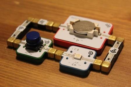 LightUp es un proyecto en Kickstarter para permitir a los peques aprender electrónica construyendo circuitos