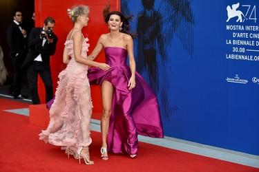 El viento de Venecia hace de las suyas en el primer premio Franca Sozzani