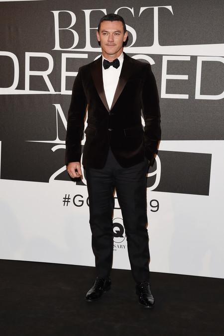 Luke Evans Triunfa Enfundado En Terciopelo Como El Hombre Mas Elegante Para Gq Italia 2