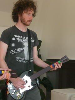 Michael Einziger también juega al Guitar Hero