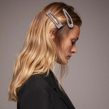 Los complementos para el pelo gigantes se han convertido en una de las tendencias favoritas para este otoño 2020