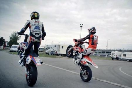 Karel Abraham le enseña Brno a Sylvain Bidart