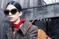Prada se marca un comeback hacia las gafas de sol oversized