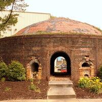 El último de los nueve hornos que produjeron muchos de los ladrillos rojos para edificios en Washington y el norte de Virginia