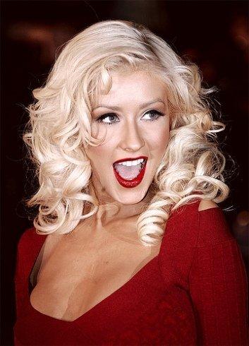 Viendo las fotos de Christina Aguilera desnuda con diamantes en los pezones... ¿quién dijo frío?