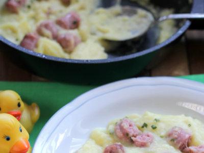 Salchichas frescas en puré. Receta para niños