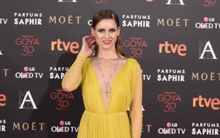Manuela Vellés de amarillo y sin miedo en los Goyas 2016
