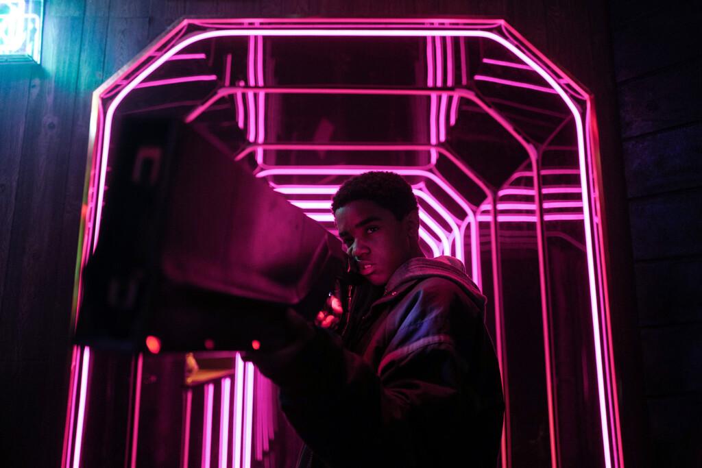 'Kin': Netflix rescata una especial pieza de ciencia-ficción juvenil y nostálgica de 1 de los desarrolladores de 'Stranger Things'