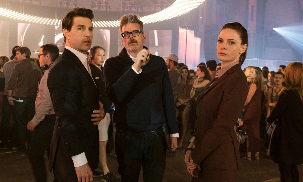 Tom Cruise, Christopher McQuarrie and Rebecca Ferguson in the filming of