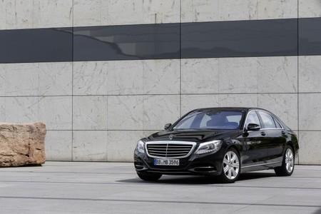 El Mercedes-Benz S500 Plug-In Hybrid estará disponible a partir de octubre desde 112.000 euros
