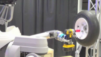 DARPA y la mano que cambia ruedas del coche