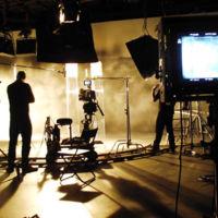 Apple se reúne con grandes artistas para crear series de TV originales