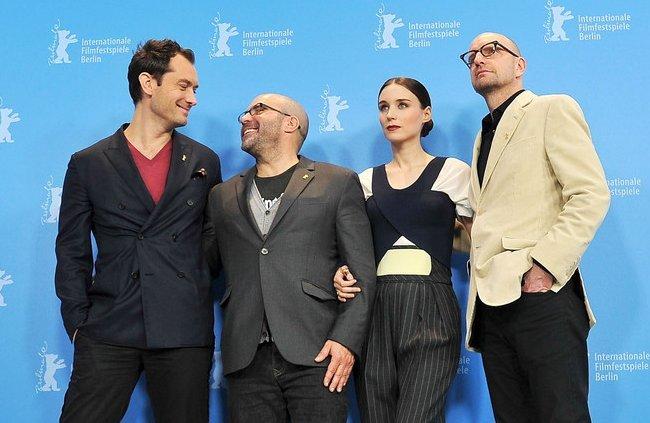Jude Law, Scott Z. Burns, Rooney Mara y Steven Soderbergh en Berlín