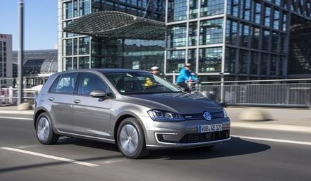 Volkswagen e-Golf gris Estación central Berlín