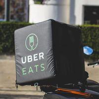 """Motos Italika """"a pagos chiquitos"""" para repartidores de Uber Eats en México, uno de los beneficios del nuevo programa de lealtad"""