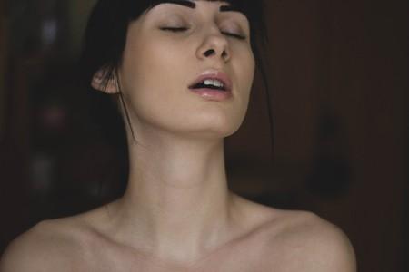 mujer con cara de placer