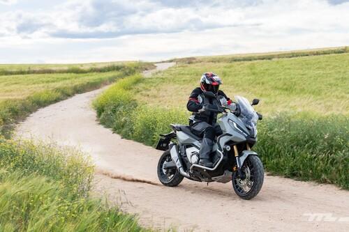 Probamos el nuevo Honda X-ADV: el SUV de las motos tiene 57 CV, carácter offroad y funciona como un scooter
