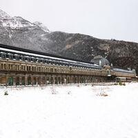 La odisea de la estación de Canfranc, única en España y ante su último tren, contada en 33 fotografías