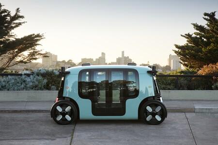 Amazon lanza Zoox, un pequeño coche eléctrico y autónomo que puede circular marcha atrás ¡a 120 km/h!