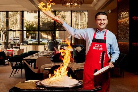 Las siete elaboraciones más extravagantes de CZN Burak: el chef turco que arrasa haciendo platos muy locos sin parar de mirar a cámara