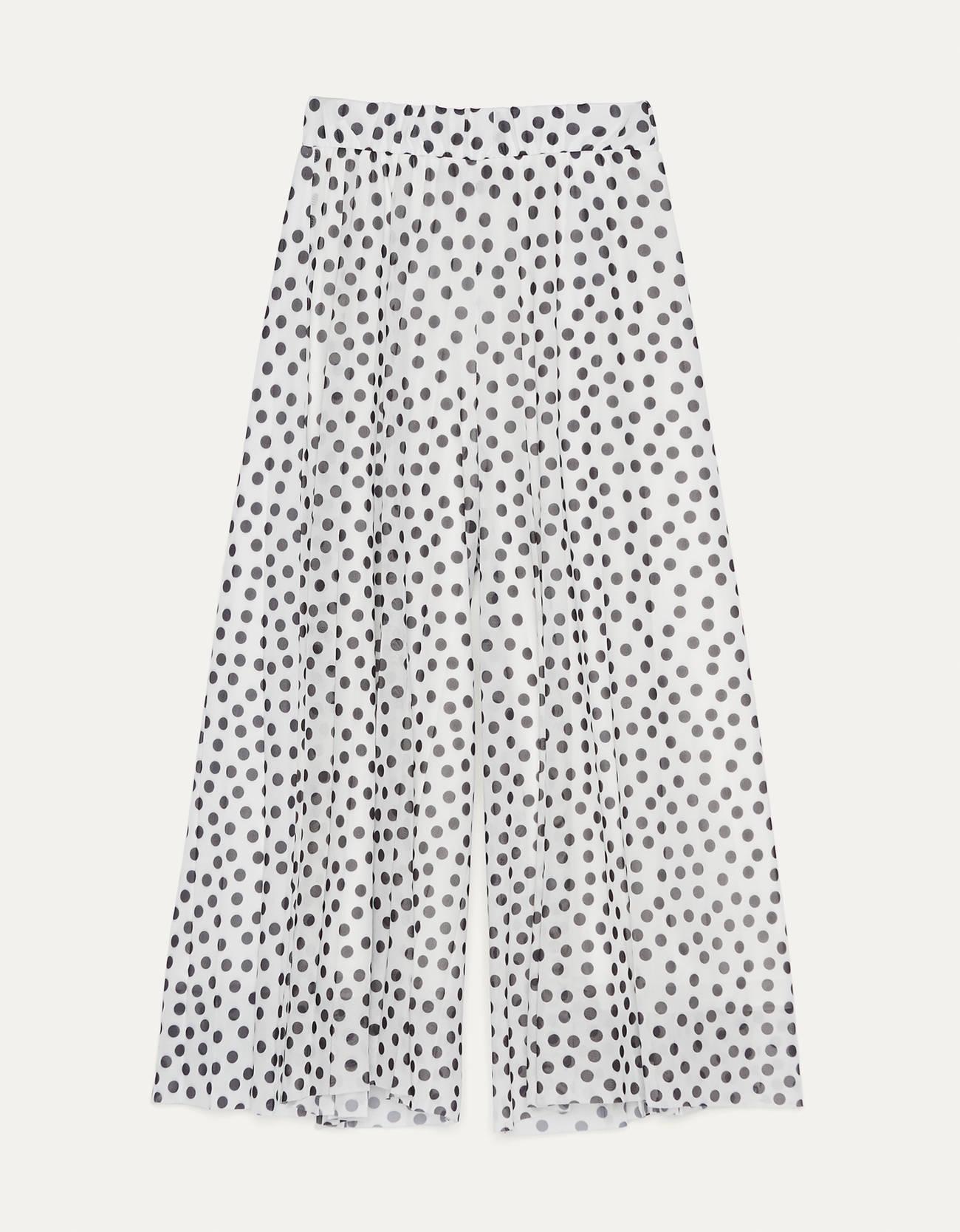 Pantalón ancho con cintura elástica y pierna ancha. Doble forro con tul.