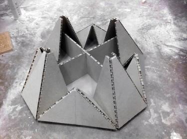 Una mesa de origami pero muy resistente