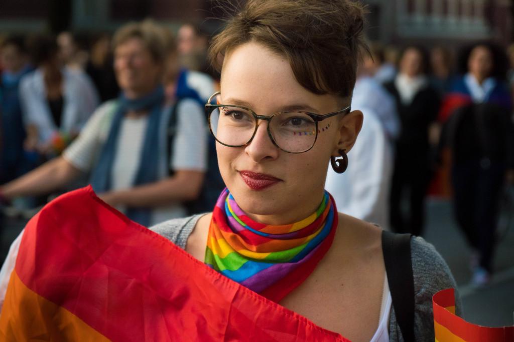 Prescindir de los hombres y amar a las mujeres: qué es el lesbianismo político que defiende Beatriz Gimeno