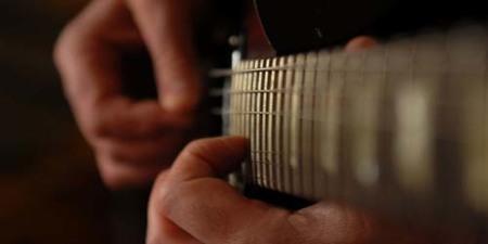 Tres sencillos programas para aprender a tocar la guitarra