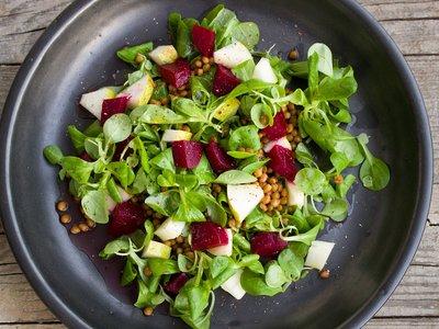 Cómo cambiar de una dieta vegetariana a una vegana