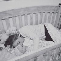 Cuando sabes lo que les pasa a los bebés desatendidos no los vuelves a dejar llorar