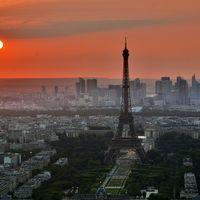 Curiosidades: fotografiar la torre Eiffel iluminada de noche puede ser un delito