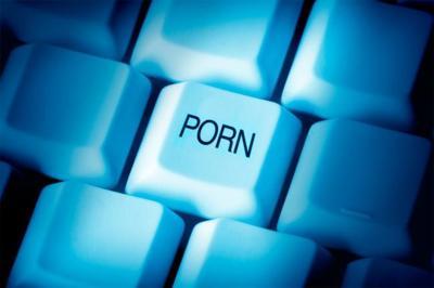 """""""¿Que en tu aplicación no se puede buscar pornografía? Aquí tienes pornografía que he encontrado con ella"""""""