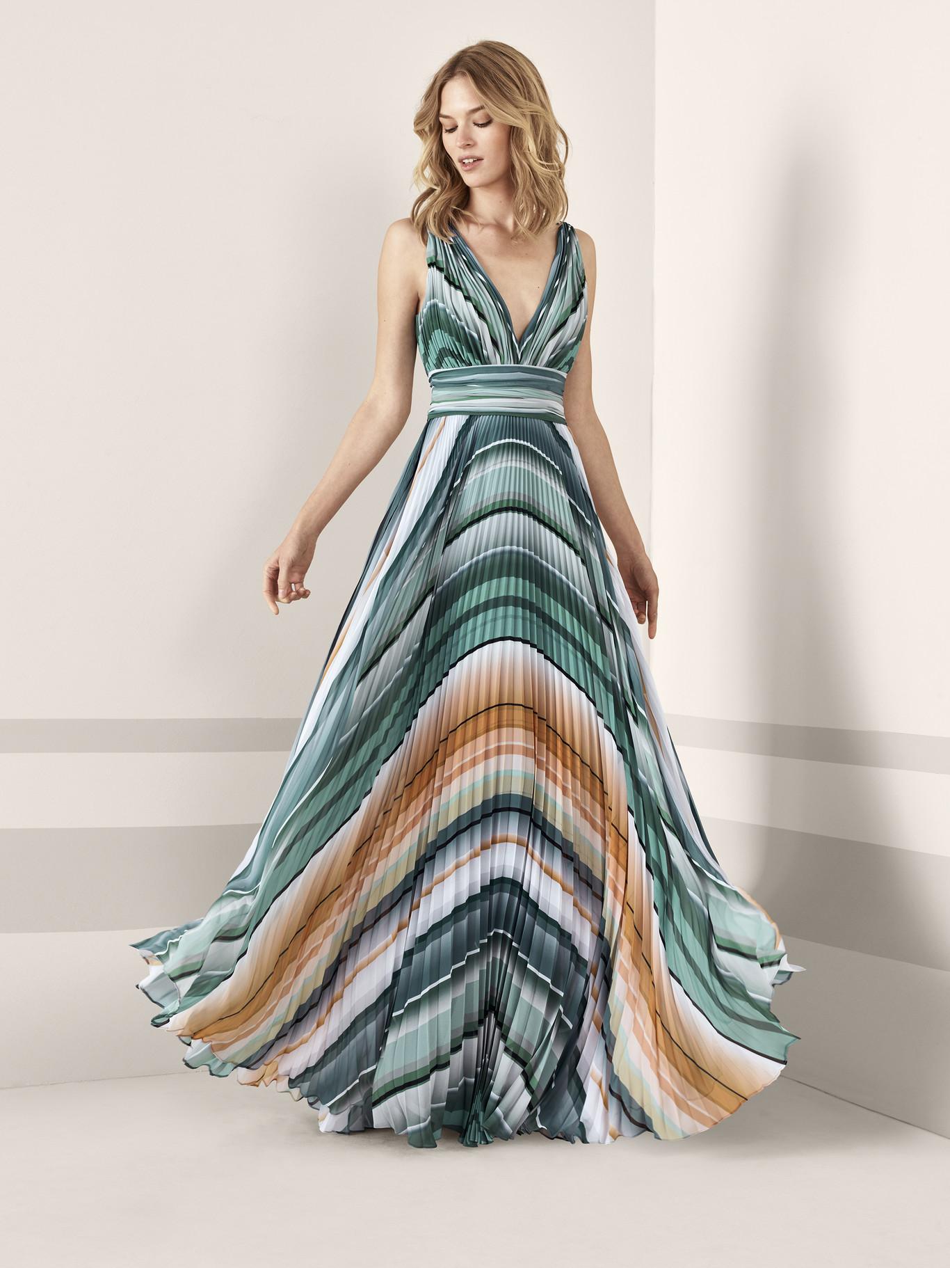 5b2c21f3 Arranca la temporada de bodas. Con estos 27 vestidos serás la invitada  perfecta