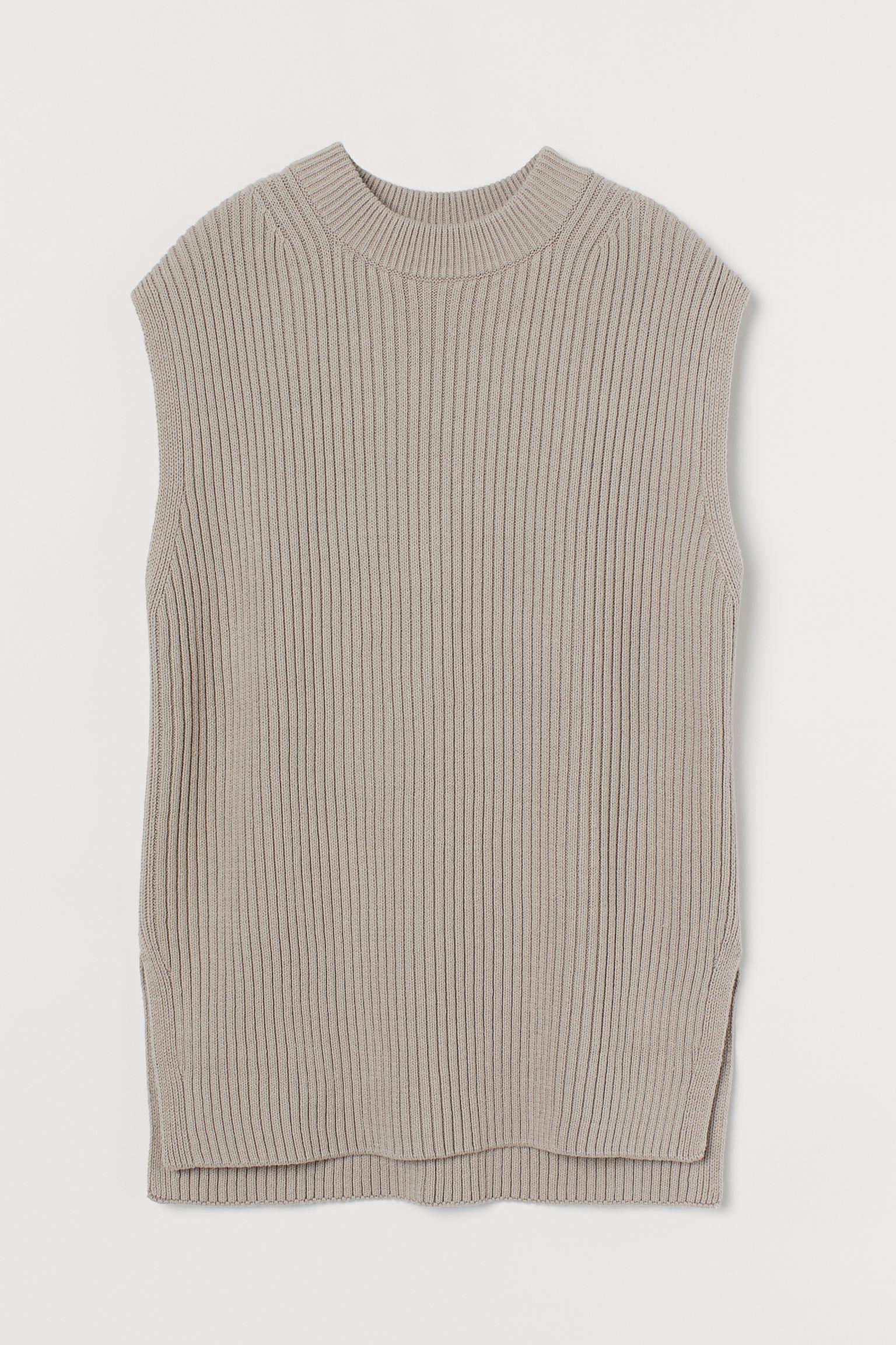 Suéter sin mangas de canalé. Modelo de corte relajado con cuello redondo, sisas amplias y aberturas laterales pronunciadas.