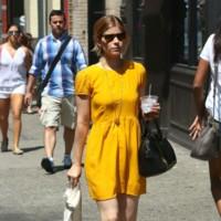 kate mara vestido amarillo