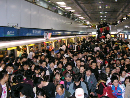 Crowds In Platform 1 Sun Yat Sen Memorial Hall Station 20051231