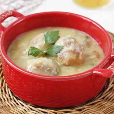 Albóndigas de merluza en salsa de vino blanco, receta para disfrutar cocinando y degustando