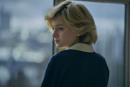 Los expertos nos cuentan cómo recrear el eyeliner azul de Lady Di que Emma Corrin ha recuperado en The Crown