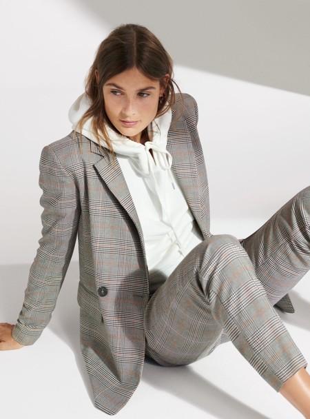H&M nos demuestra con estilo y elegancia la importancia de tener un blazer (o varios) a mano