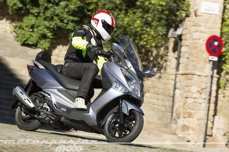 Motorpasión a dos ruedas: pueba de la SYM Joymax 125i GTS y la polémica casa de Jorge Lorenzo