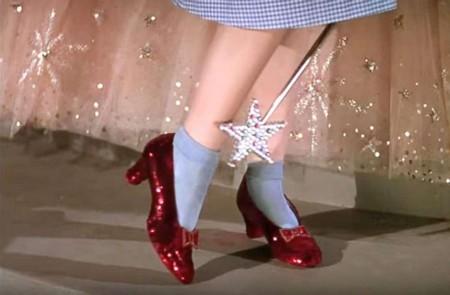 El FBI recupera los zapatos de rubí de Dorothy en «El mago de Oz» después de 13 años desaparecidos