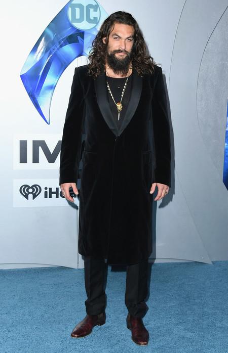 Jason Momoa Falla Al Apostar Por Un Total Look En Negro Para La Premiere De Aquaman En Hollywood 2